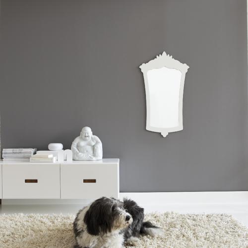 grå vägg buddha hund